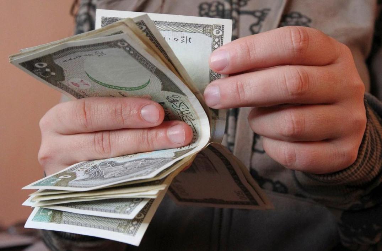 الدولار الأمريكي يكسر حاجز الـ 2900 في سوريا