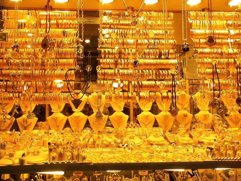 السعر الرسمي للذهب أعلى من سعر السوق السوداء وانخفاض عالمي في سعر الأونصة
