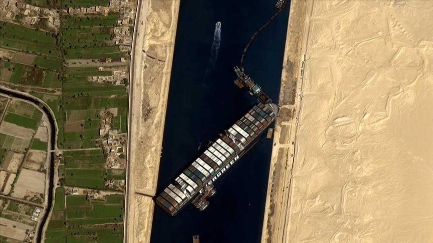الإعلان عن تعويم السفينة الجانحة بقناة السويس
