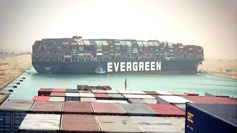 """كيف أغلقت سفينة الحاويات العملاقة """"إيفر غيفن"""" قناة السويس وما أبرز ردود الفعل العالمية؟"""