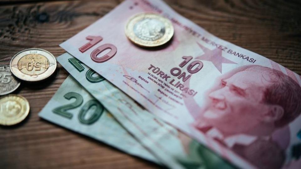 قرار تركي يدعم قيمة الليرة التركية