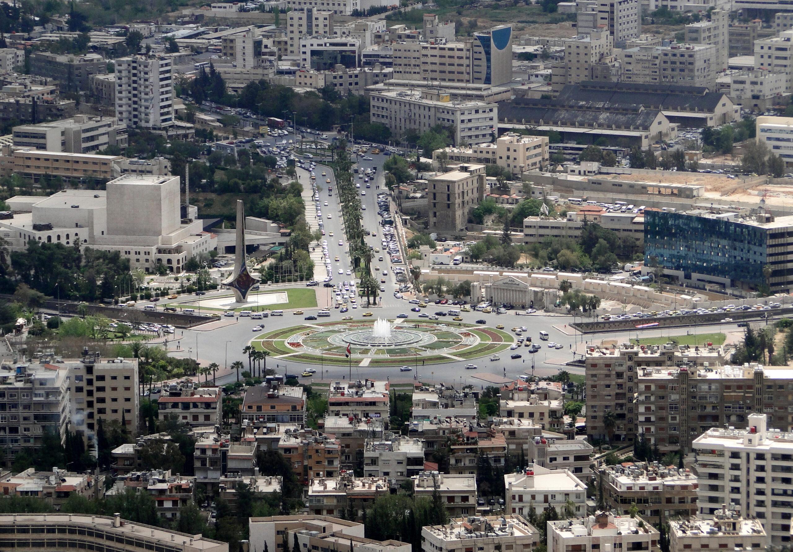 تراجع القوة الشرائية وعقوبات القانون الجديد تقلق التجار في سوريا