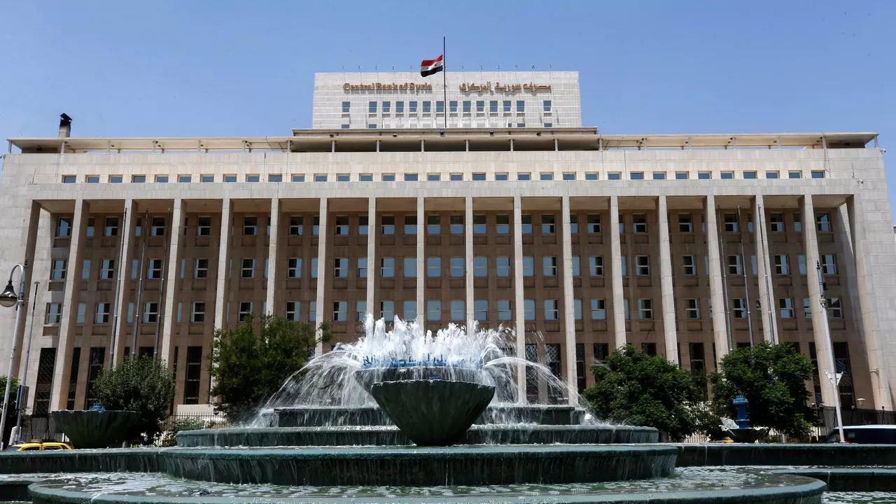 المركزي السوري يلغي قرار دفع قيمة تذكرة الطيران للسوريين بعد العودة إلى سوريا