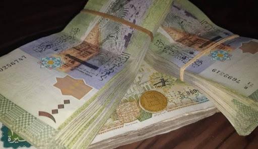 منحة مالية لا تتعدى 16 دولار للعاملين والمتقاعدين في سوريا
