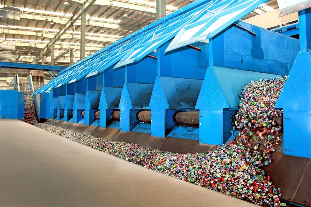 رئيس مجلس الوزراء يدعو لإعادة تدوير النفايات وتحويلها لمصدر دخل اقتصادي